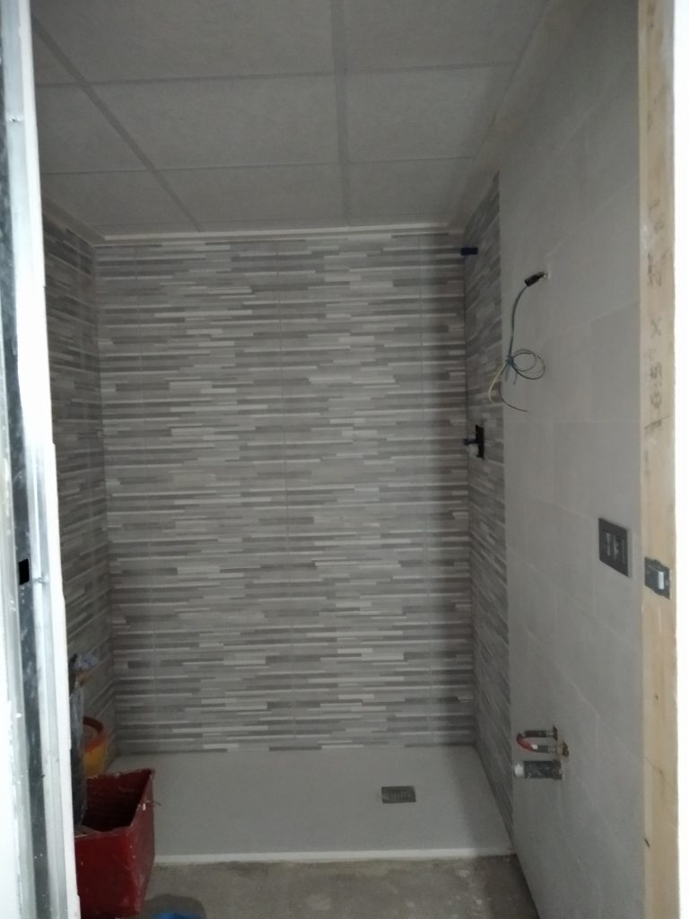 Alicatado de baño en vivienda de valencia